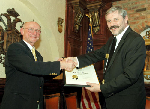 Dr. Vertes (right) receives the 2012 Hillebrand Award from CSW President Raber.
